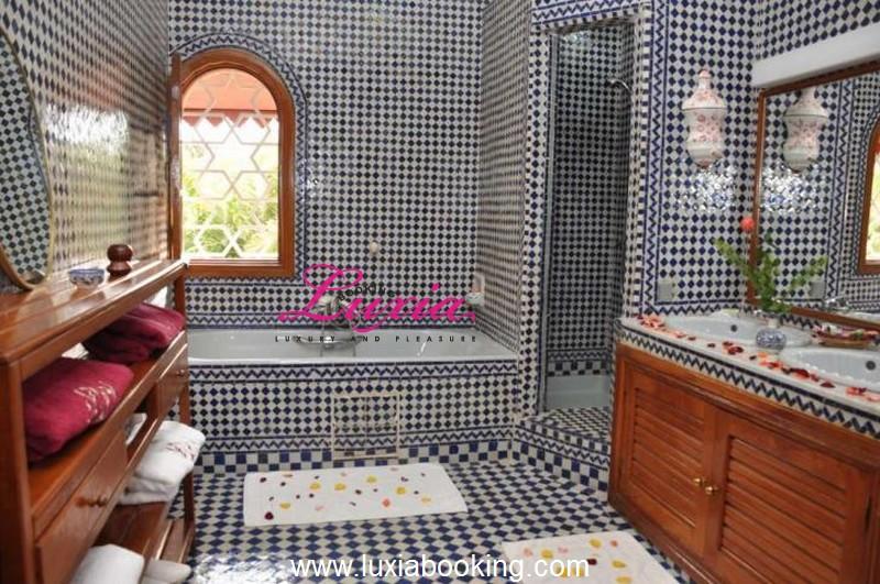 Baignoire Salle De Bain Maroc ~ Idées de Design D\'intérieur et De ...