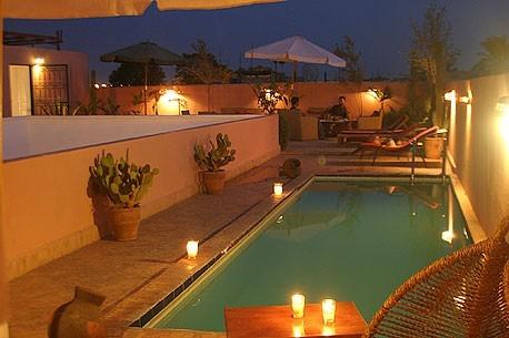 Riad la maison rouge marrakech for Appart hotel kenitra